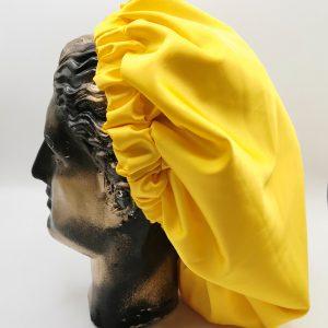 bonetă de păr galbenă