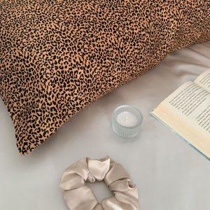 față de pernă din mătase leopard