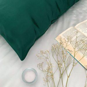 față de pernă din mătase verde smarald