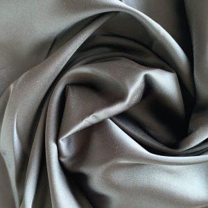 față de pernă din mătase gri