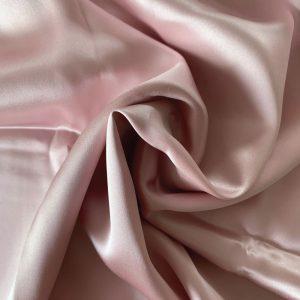 față de pernă din mătase roz