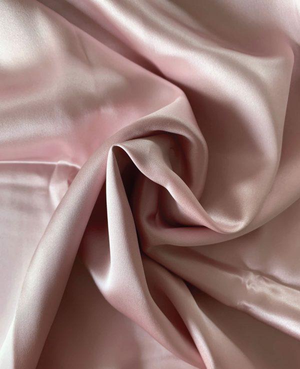 față de pernă roz cu acid hialuronic